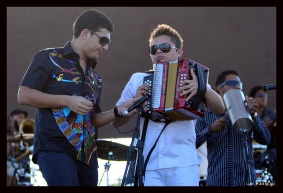 Héctor Alfonso Zuleta y Luis José Villa, de la nueva ola del vallenato, interpretaron sus éxitos ante un público delirante con la letra de sus canciones. Horas después Héctor Alfonso presenció el reencuentro de su padre, Poncho Zuleta, con su tío, Emilianito.