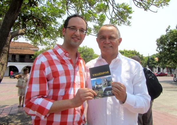 Editor Johari Gautier y alcalde Fredys Socarras