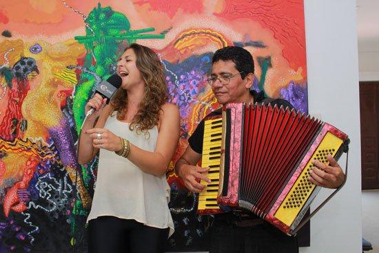Lucrecia Longarini y Néstor Acuña se encuentran en Valledupar compartiendo la música de acordeón de su país en este festival de la capital del Cesar. Jair Daniel Ramírez/ EL PILÓN