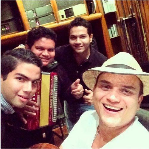Esta es la décima producción musical de Silvestre Dangond y será grabada con Lucas Dangond y con la participación especial del Álvaro López.