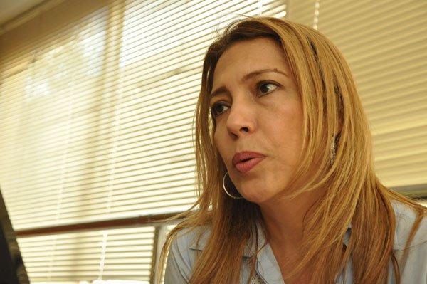 Ruby Sánchez, directora de la Biblioteca Departamental Rafael Carrillo Lúquez, explicó que la entrada al conversatorio es libre. EL PILÓN / Joaquín Ramírez.
