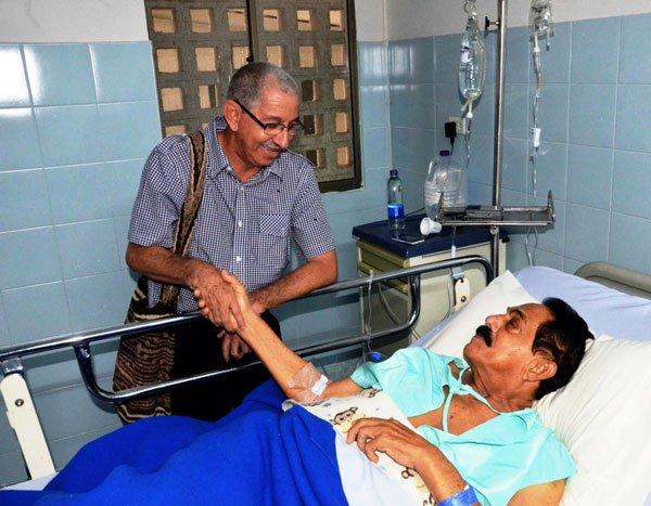 Saludo de Juan-Rincon Vanegas al ReyVallenato Miguel Lopez. Foto Adamis-Guerra