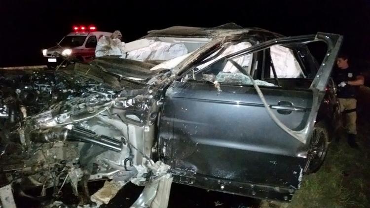El vehículo en que viajaba Araujo con su novia quedó totalmente destruido.