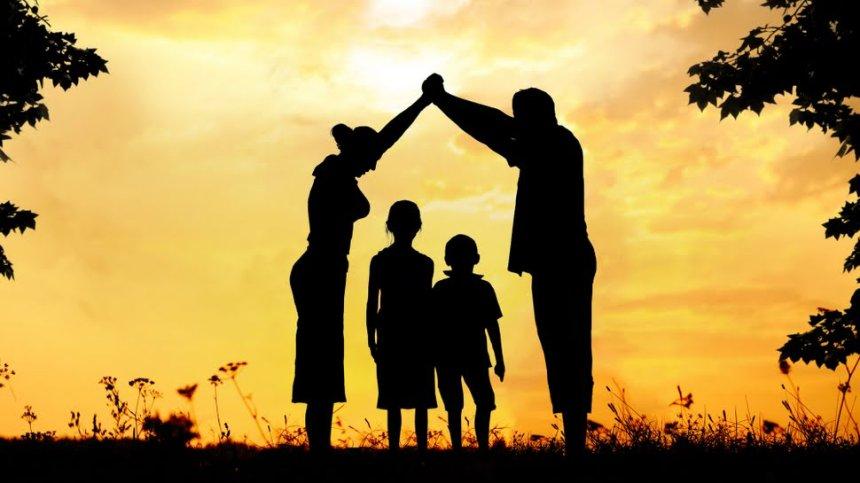 La familia fue y es el núcleo primigenio de toda sociedad; sobre él se construyen los valores morales y éticos, la formación de ciudadanos y la garantía de la continuidad de la especie.