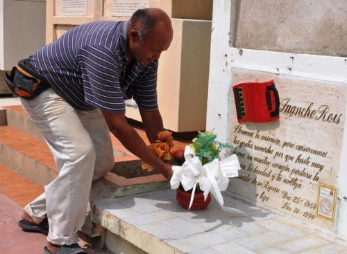 Jesús Guerra, celador del cementerio de San Juan del Cesar. (Daniel Gutiérrez Palomino)