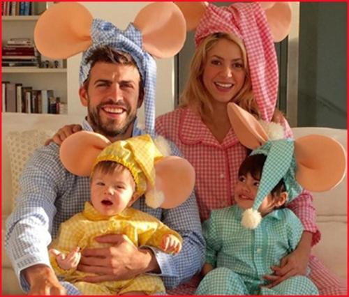 Shakira y Gerard junto a sus dos hijos, Milan y Sasha.