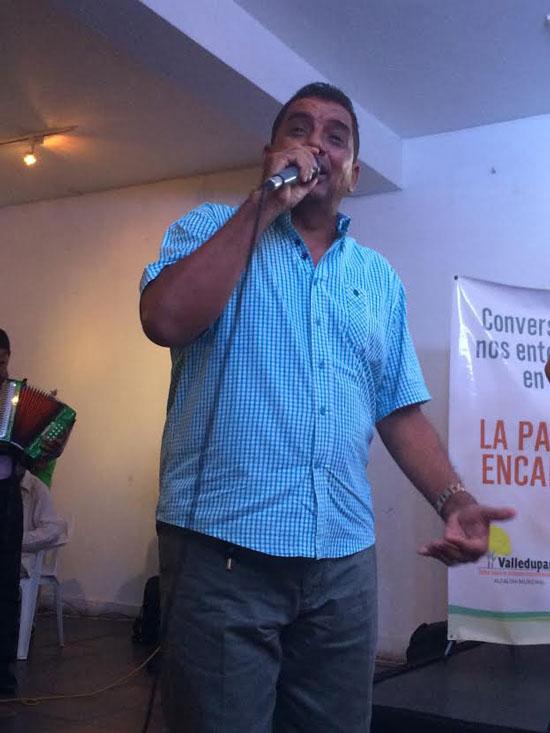 """Aurelio """"Yeyo"""" Nuñez es el compositor de la canciòn """"Mi propia historia"""" que le sirve a Catherine Ibarguen para su concentraciòn antes de las competencias"""