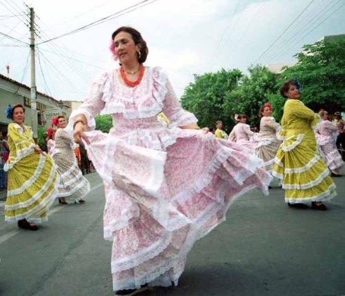 Consuelo Araujonoguera, vestida de pilonera