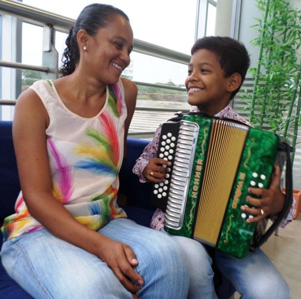 Eudis Almendrales y su mamá. Foto Juan Rincón Vanegas