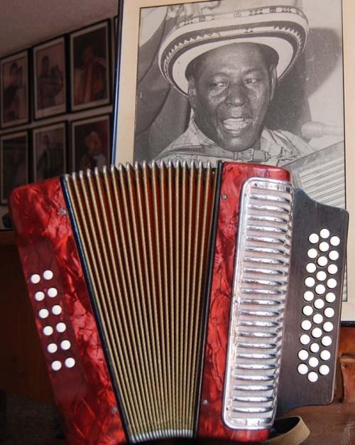 Alejo Durán y su pedazo de acordeón. Foto Juan Rincón Vanegas