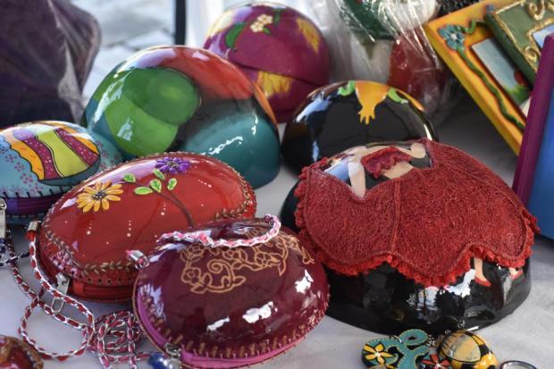 Algunas de las artesanías elaboradas en totumo por habitantes del municipio de Suan, Atlántico.