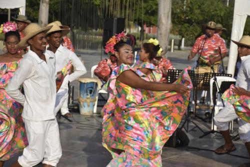 Muestra de la danza son de pajarito, herencia de la zona alrededor del canal del Dique. Giovanny Escudero