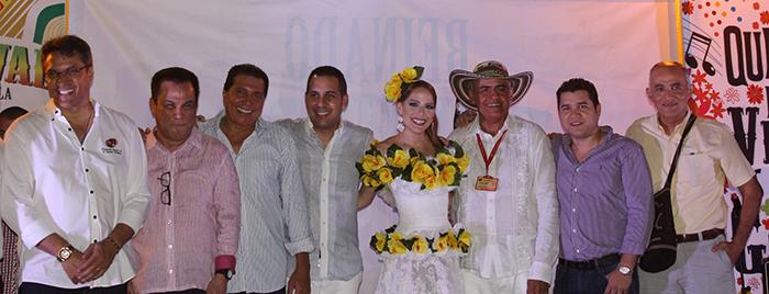 la-reina-del-carnaval-stephanie-fefi-mendoza-los-reyes-vallenatos-y-el-presidente-de-la-fundacion-flv-rodolfo-molina-araujo