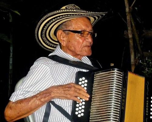 A una semana de cumplir sus 82 años murió ayer el acordeonero José María 'Chema' Martínez, quien se encontraba recluido en una clínica de Barranquilla.