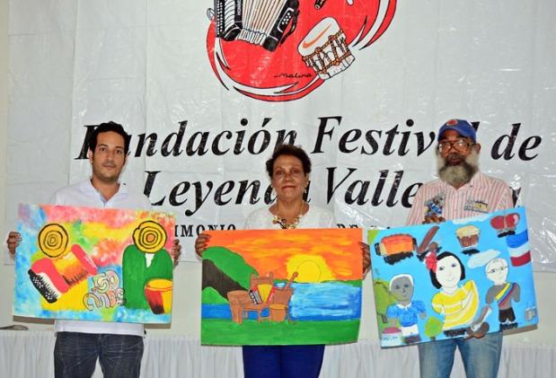 Jurado y obras ganadoras. Deivis Safadi, cuadro tercer puesto_ Nubia Mejía, obra primer puesto y Agustín Nieves, obra segundo lugar