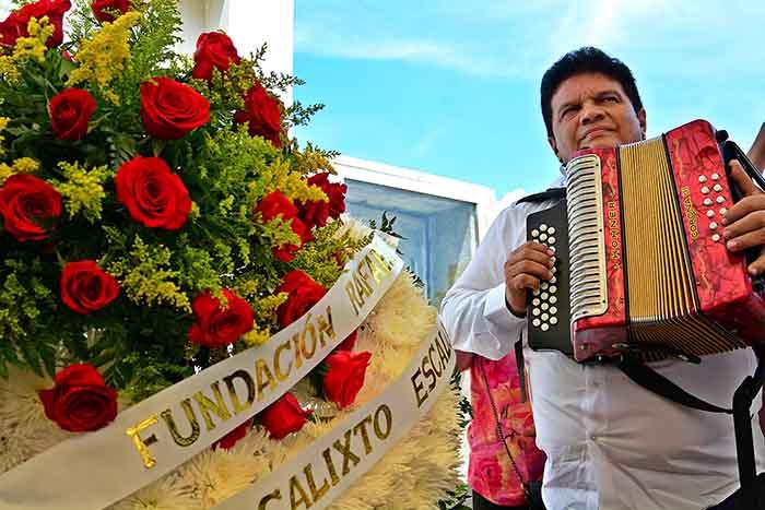 Ofrenda floral maestro Escalona 3