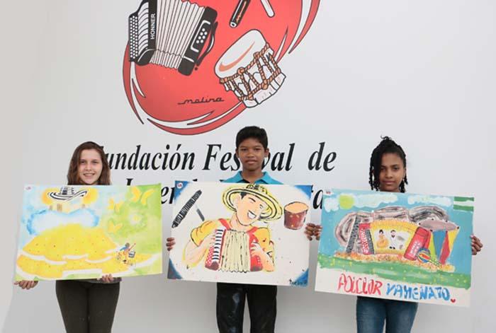 Ganadores concurso Vives Pintando. De izquierda a derecha. 1er puesto Lesly Gomez Valdes. 2do puesto Diego Reyes Marriaga. 3er puesto, Gilarys Castillejo Ditta
