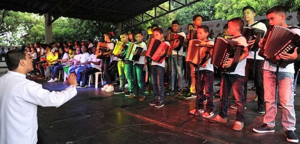 Graduación en Formación Musical Vallenata FFLV Claro por Colombia 1