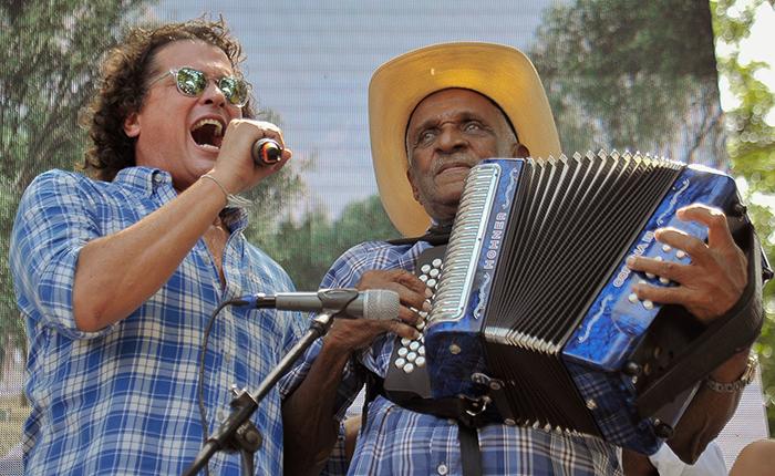 La emoción de Carlos Vives cantando 'Sin tí' al lado del Rey Vallenato Náfer Durán - Foto Jaider Santana
